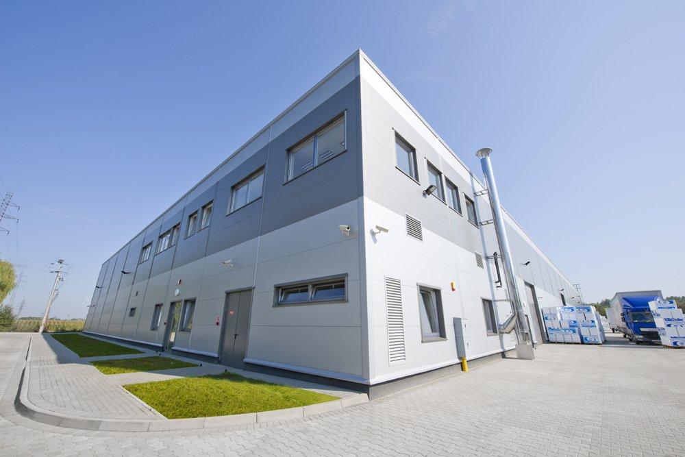 widok ogólny obiektu - hala produkcyjna z częścią biurową, dla Arsanit, Konin, woj. wielkopolskie