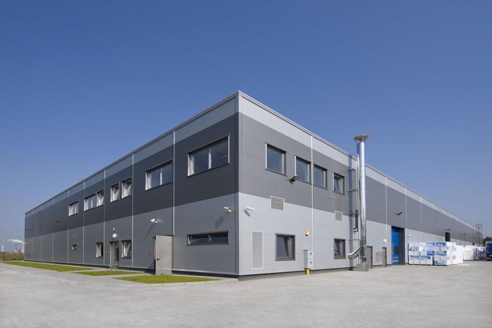 widok ogólny 2 - hala produkcyjna z częścią biurową, dla Arsanit, Konin, woj. wielkopolskie