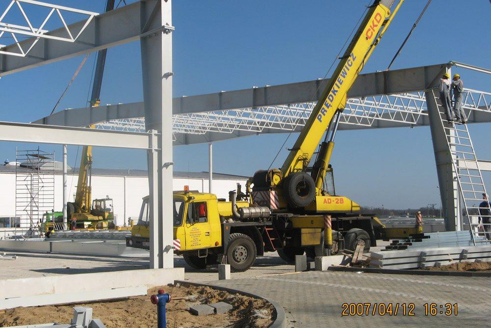 wznoszenie konstrukcji stalowej 1 - hala produkcyjna z częścią biurową, dla Oras, Olesno, woj. opolskie