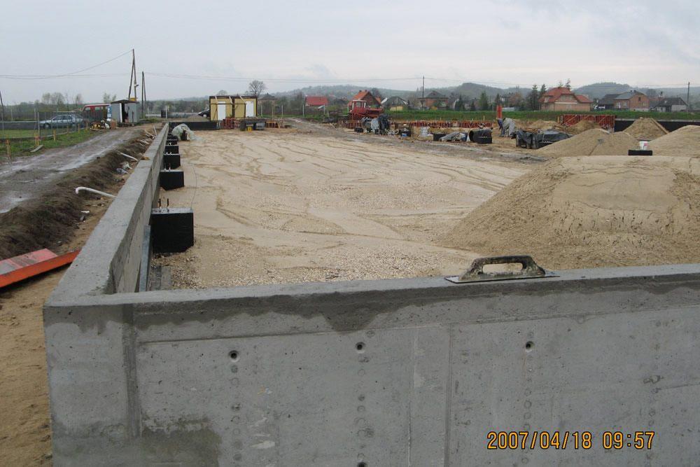 plac budowy - hala produkcyjna z częścią biurową, dla Nome Polska, Mników, woj. małopolskie