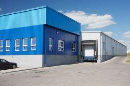 zbliżenie na stację dokującą - hala produkcyjna z budynkiem biurowym, dla Klippan Safety, Stargard Szczeciński