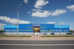 ściana frontowa - hala produkcyjna z budynkiem biurowym, dla Klippan Safety, Stargard Szczeciński, woj. zachodniopomorskie