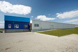 ściana boczna - hala produkcyjna z budynkiem biurowym, dla Klippan Safety, Stargard Szczeciński, woj. zachodniopomorskie