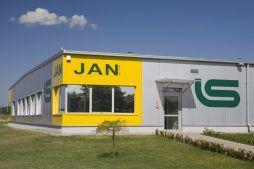 zbliżenie na logo inwestora - hala produkcyjn z częścią biurową, dla Jan, Międzyrzecz, woj. lubuskie
