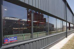 zbliżenie na okna - hala produkcyjno-magazynowa z częścią biurową, dla Lovink, Wykroty, woj. dolnośląskie