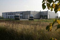 widok z oddali - hala produkcyjna, dla Bee Polska, Kostrzyn nad Odrą, woj. lubuskie