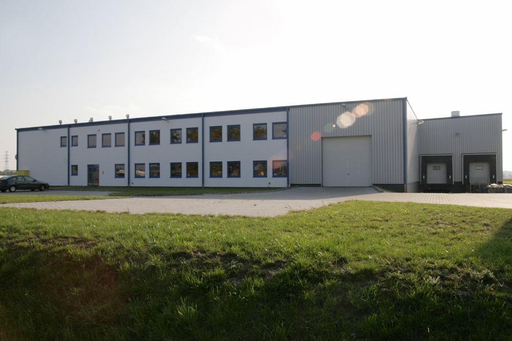 ściana frontowa - hala produkcyjna, dla Bee Polska, Kostrzyn nad Odrą, woj. lubuskie