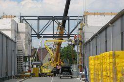 wznoszenie murów budynku - hala produkcyjna z budynkiem biurowym, dla Eurocolor, Pyskowice, woj. śląskie