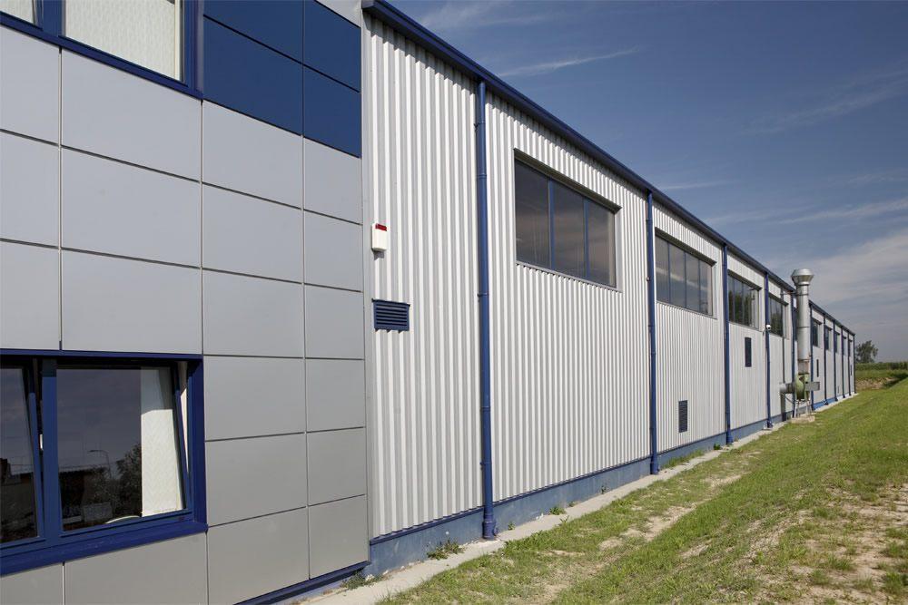 fragment jednej z elewacji - rozbudowa hali produkcyjnej, dla OML Morando, Czerwionka-Leszczyny