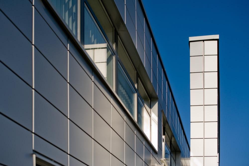zbliżenie na detal 5 - hala produkcyjno-magazynowa z budynkiem biurowym, dla HG Poland, Łozienica, woj. zachodniopomorskie