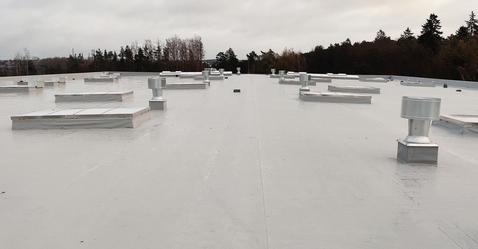 dach pokryty membraną PVC - magazyn produktów Inco SA, w Suszu, woj. warmińsko-mazurskie
