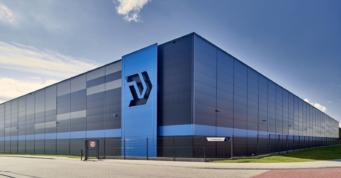 hala logisticzna Indeka Logistic City, widok z bliska - centrum logistyczne, projekt i generalne wykonawstwo CoBouw Polska, Płaszewko, woj. pomorskie