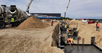 zalewanie stóp fundamentowych - obiekt logistyczny, dla Indeka Logistic City, Płaszewko koło Słupska, woj. pomorskie