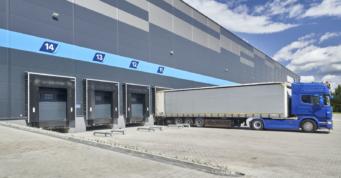 obiekt widziany od strony doków przeładunkowych - centrum logistyczne, dla Indeka Logistic City, budowa pod klucz, przez CoBouw Polska
