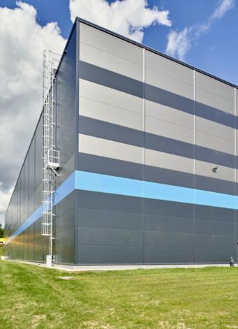 kombinacja kolorów na elewacji hali - centrum logistyczne, Indeka Logistic City, budowa pod klucz CoBouw Polska, woj. pomorskie