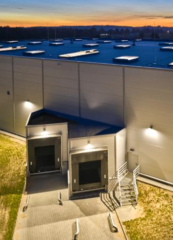 strefa ekspedycyjna, doki załadunkowo-rozładunkowe - budynek o powierzchni 6.800 m2, wybudowany w KSSSE, dla firmy Kentaur, branża odzieżowa, Łobez, woj. zachodniopomorskie