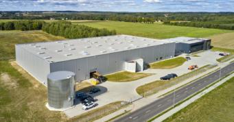 inwestycja widziana z drona - hala wybudowana w KSSSE, przez generalnego wykonawcę hal, firmę CoBouw Polska, dla Kentaur Production
