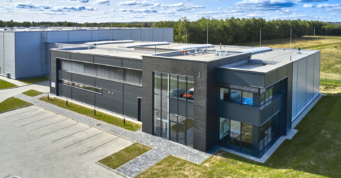 widok z góry na część socjalno-biurową - niemal 7.000 m2 inwestycji pod klucz, dla Kentaur Production, Łobez, woj. zachodniopomorskie