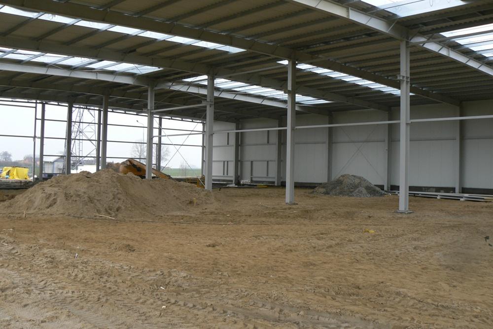 plac budowy od wewnątrz - hala magazynowa z budynkiem biurowym, dla Agrarada, Domaniów