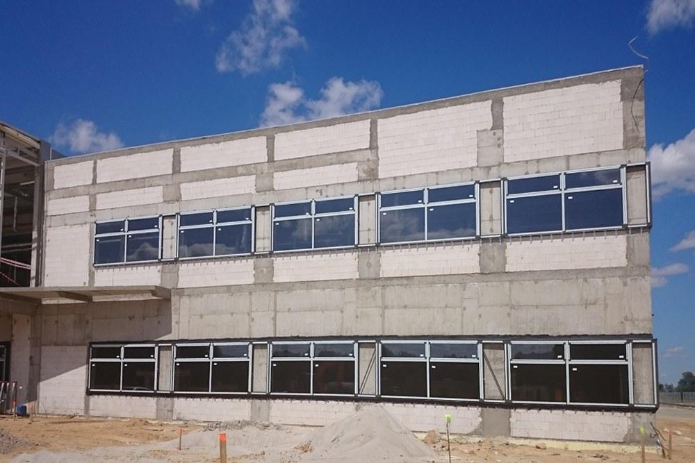 elewacja budynku biurowego - hala produkcyjno-magazynowa z budynkiem biurowym, dla Lidermax, Łukowo, woj. mazowieckie
