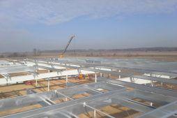 wznoszenie konstrukcji zadaszenia - hala produkcyjno-magazynowa z budynkiem biurowym, dla Lidermax, Łukowo, woj. mazowieckie