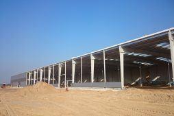 montaż paneli elewacyjnych - hala produkcyjno-magazynowa z budynkiem biurowym, dla Lidermax, Łukowo, woj. mazowieckie