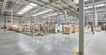 wnętrze zakładu produkcji mebli i karniszy z drewna - hala o powierzchni 20.000 m2, dla Mardom Pro, Lipniki Stare, woj. mazowieckie
