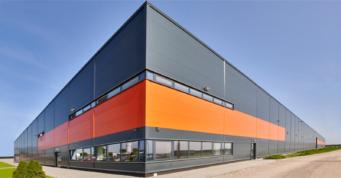 widok na część biurową obiektu - hala o powierzchni 20.000 m2, zrealizowana dla Mardom Pro, przez CoBouw Polska
