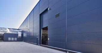 segmentowa brama przemysłowa w hali - trzecia inwestycja dla Grupy Mardom, projekt i generalne wykonawstwo CoBouw Polska