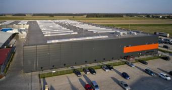 hala produkcyjno-magazynowa, widok z góry - hala o powierzchni 20.000 m2, dla Mardom Pro, generalne wykonawstwo CoBouw Polska