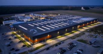 nocne zdjęcie z drona hali Mardom Pro - hala o powierzchni 20.000 m2, Lipniki Stare, woj. mazowieckie