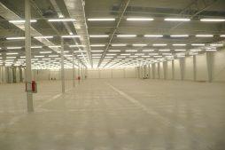 wnętrze hali 5 - hala produkcyjna z budynkiem biurowym, dla Meblomaster, Węgrów, woj. mazowieckie