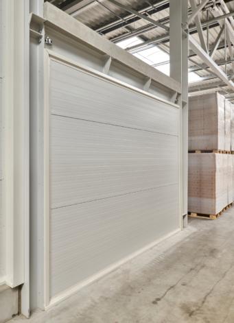 ściana wewnętrzna z płyt warstwowych - hala produkcji mebli, zaprojektowana i wybudowana dla Meblomaster, Węgrów woj. mazowieckie