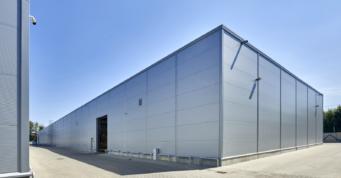 elewacja tylna hali - budowa pod klucz, hali produkcyjno-magazynowej, dla Meblomaster, przez CoBouw Polska, inwestycja w woj. mazowieckim
