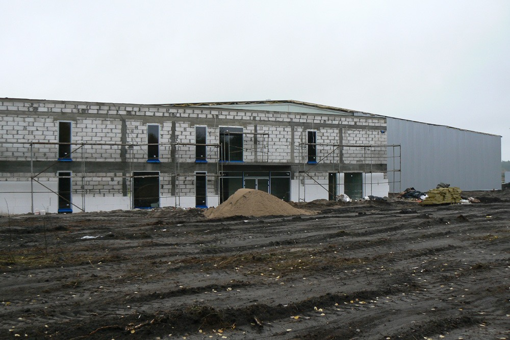 ocieplanie elewacji frontowej - hala produkcyjno-magazynowa z budynkiem biurowym, dla Norpol, Łozienica