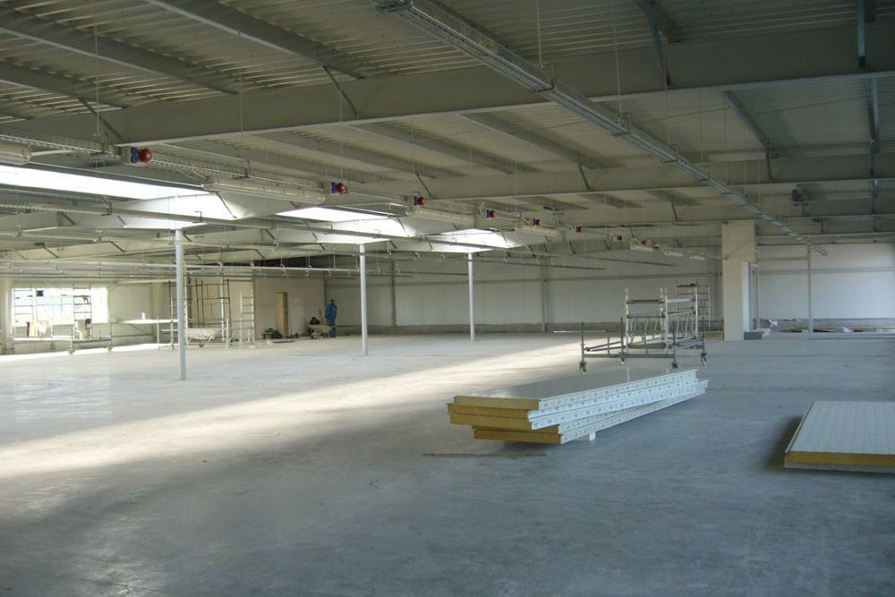 wnętrze hali - hala produkcyjn z częścią biurową, dla Jan, Międzyrzecz, woj. lubuskie