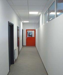 korytarz - hala produkcyjno-magazynowa z częścią biurową, dla Lovink, Wykroty, woj. dolnośląskie