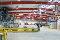 wnętrze hali - hala produkcyjno-magazynowa z częścią biurową, dla Lovink, Wykroty, woj. dolnośląskie