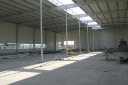wnętrze hali - hala produkcyjna z częścią biurową, dla Nome Polska, Mników, woj. małopolskie