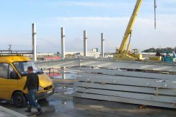 montaż elementów konstrukcji stalowej - hala produkcyjno-magazynowa, dla Odmet, Moszna-Wieś