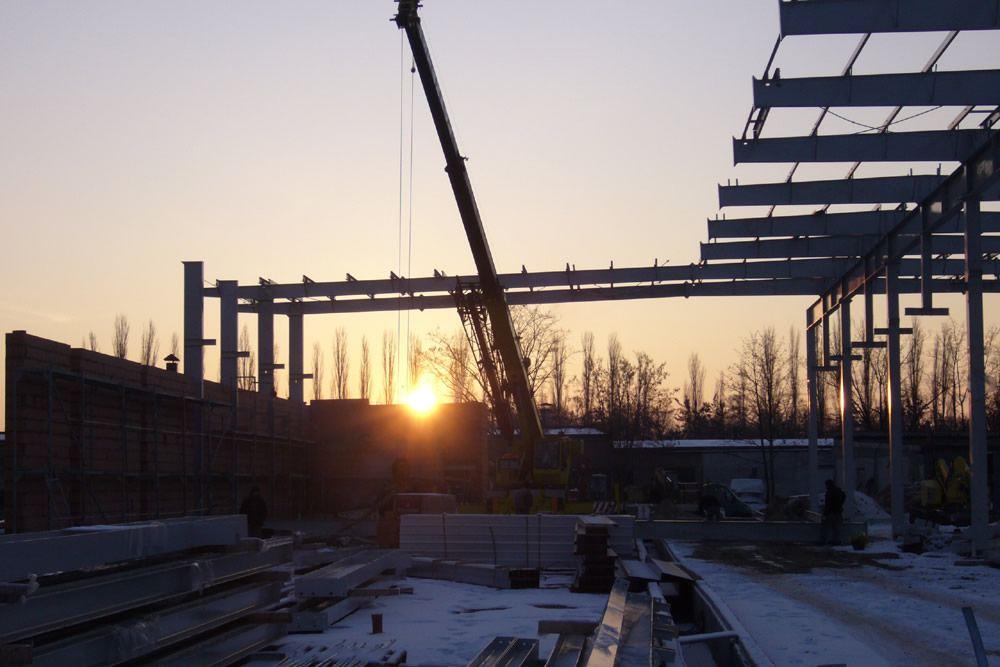 wznoszenie konstrukcji stalowej - hala produkcyjna, dla Feber, Sieradz, woj. łódzkie