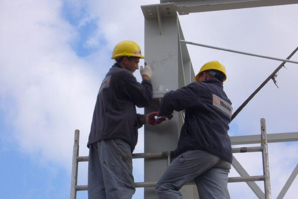 montaż elementów konstrukcji stalowej - hala produkcyjna z częścią biurową, dla Oras, Olesno