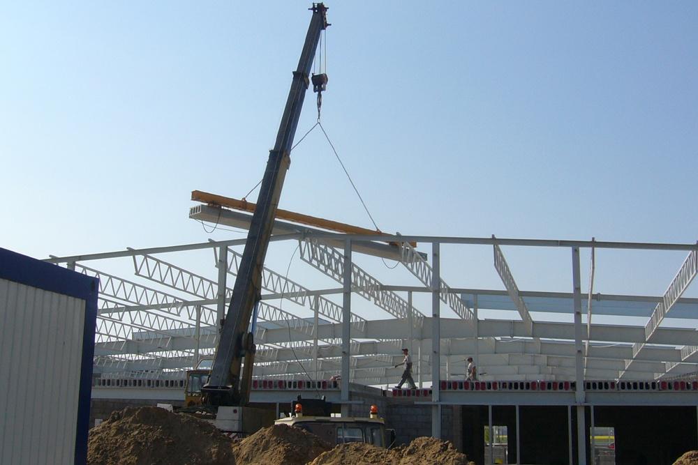wznoszenie konstrukcji stalowej - hala produkcyjna z częścią biurową, dla Oras, Olesno, woj. opolskie