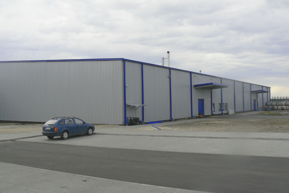 ściana boczna i tylna - hala produkcyjno-magazynowa z budynkiem biurowym, dla Norpol, Łozienica, woj. zachodniopomorskie