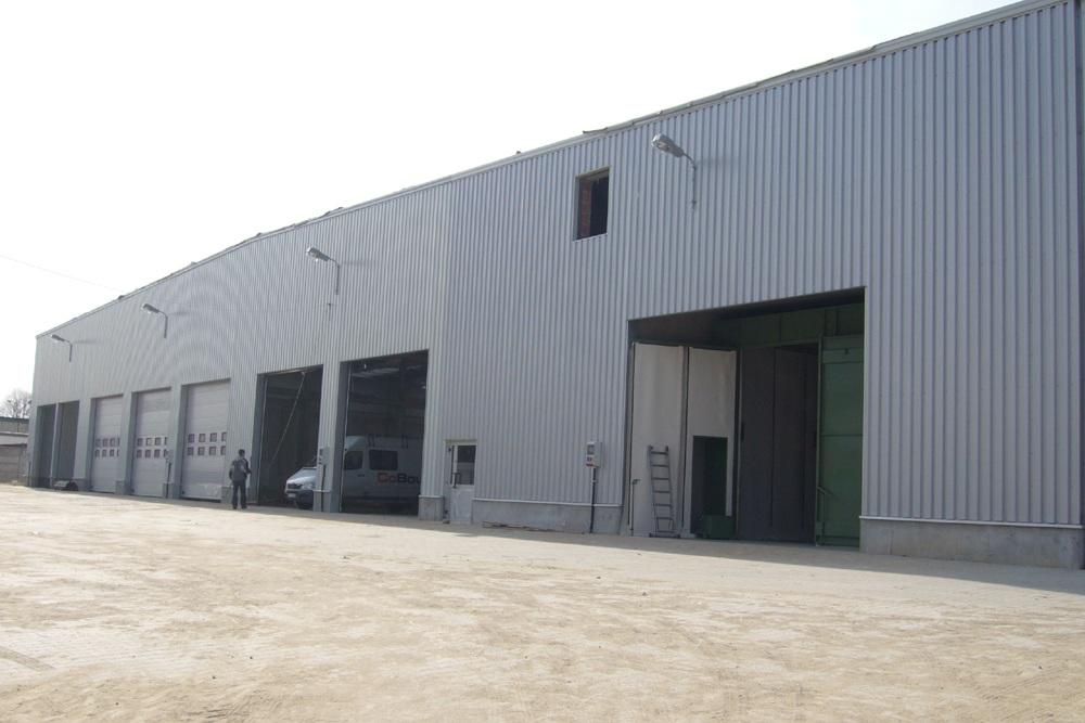 zbliżenie na bramy wjazdowe 1 - hala produkcyjna, dla Feber, Sieradz, woj. łódzkie