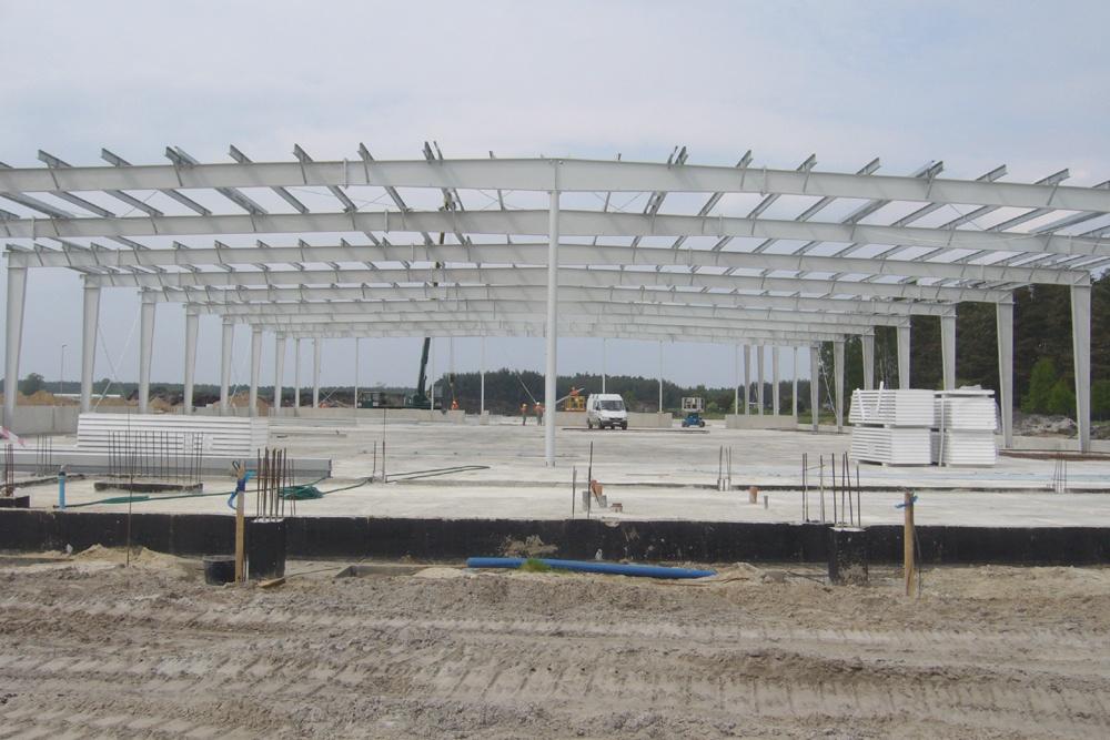 widok konstrukcji blachownicowej - hala produkcyjno-magazynowa z budynkiem biurowym, dla HG Poland, Łozienica