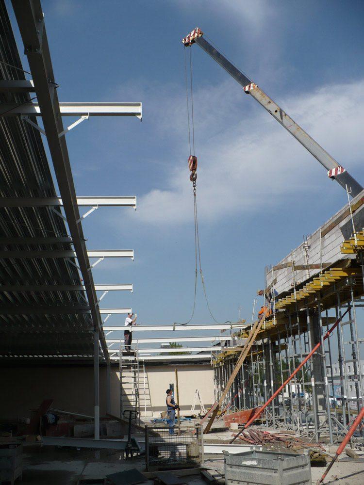 wznoszenie konstrukcji stalowej 1 - hala handlowa, dla EACC Investments, Wólka Kosowska, woj. mazowieckie
