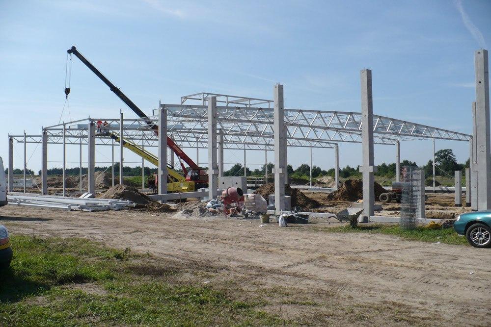 wznoszenie konstrukcji stalowej - hala produkcyjna z budynkiem biurowym, dla NWM, Gubin
