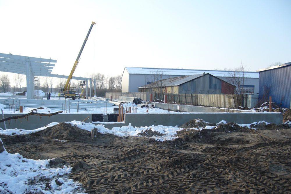 plac budowy zimą - hala produkcyjno-magazynowa, dla Addit, Węgrów, woj. mazowieckie