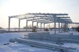 montaż elementów konstrukcji stalowej - hala produkcyjno-magazynowa, dla Addit, Węgrów, woj. mazowieckie